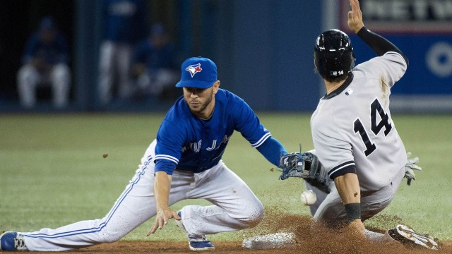 Blue Jays re-sign IF Diaz to minor league deal