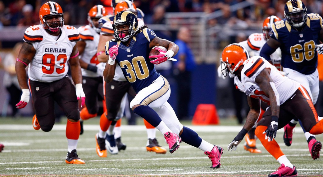 St. Louis Rams running back Todd Gurley (30) runs between Cleveland Browns  defenders. (Billy Hurst AP) 4309ec853