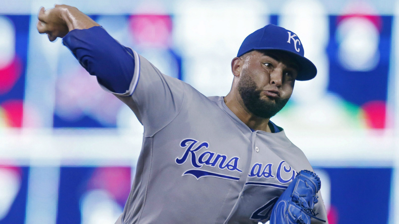 Reports: Nationals acquire closer Kelvin Herrera from Royals