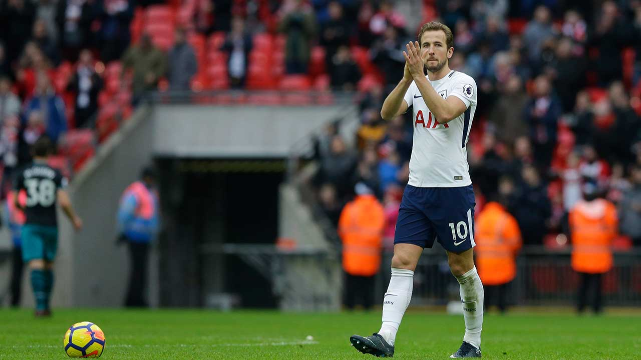 Record-breaking Kane leads Tottenham to win over Southampton