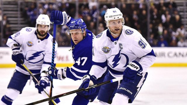 Tampa-Bay-Lightning-centre-Steven-Stamkos-(91)-and-Toronto-Maple-Leafs-centre-Leo-Komarov-(47)-look-for-the-puck-during-first-period-NHL-hockey-action-in-Toronto-on-Tuesday,-January-2,-2018.-(Frank-Gunn/CP)