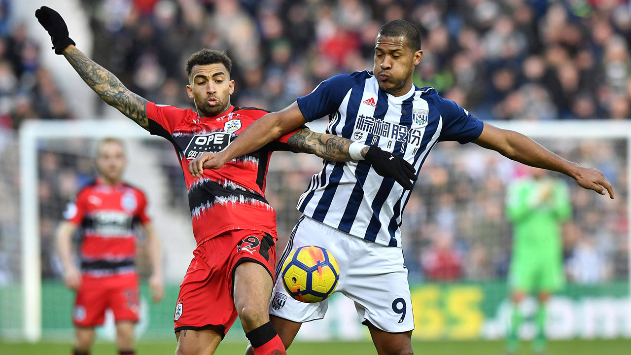Huddersfield's Williams fractures fibula, out for season
