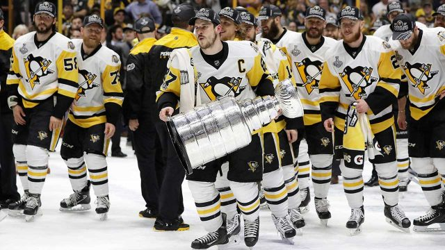 Pittsburgh-Penguins'-Sidney-Crosby-celebrates-with-the-Stanley-Cup