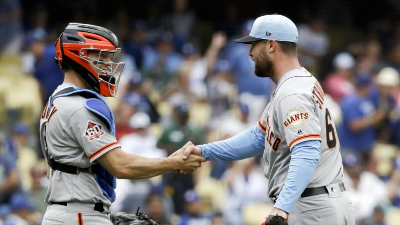 Giants-handshake
