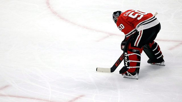 corey-crawford-looks-at-the-ice