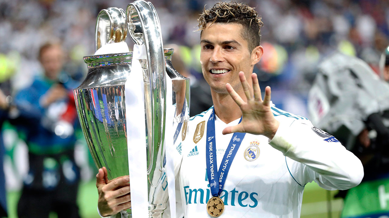 cristiano_ronaldo_with_the_champions_league_trophy