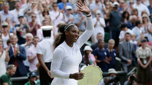 serena-williams-waves-to-crowd-after-wimbledon-final