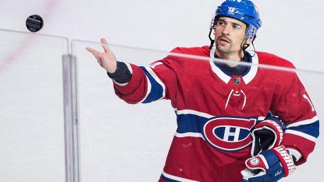 Canadiens-tomas-plekanec-throws-puck-to-fans-470x264