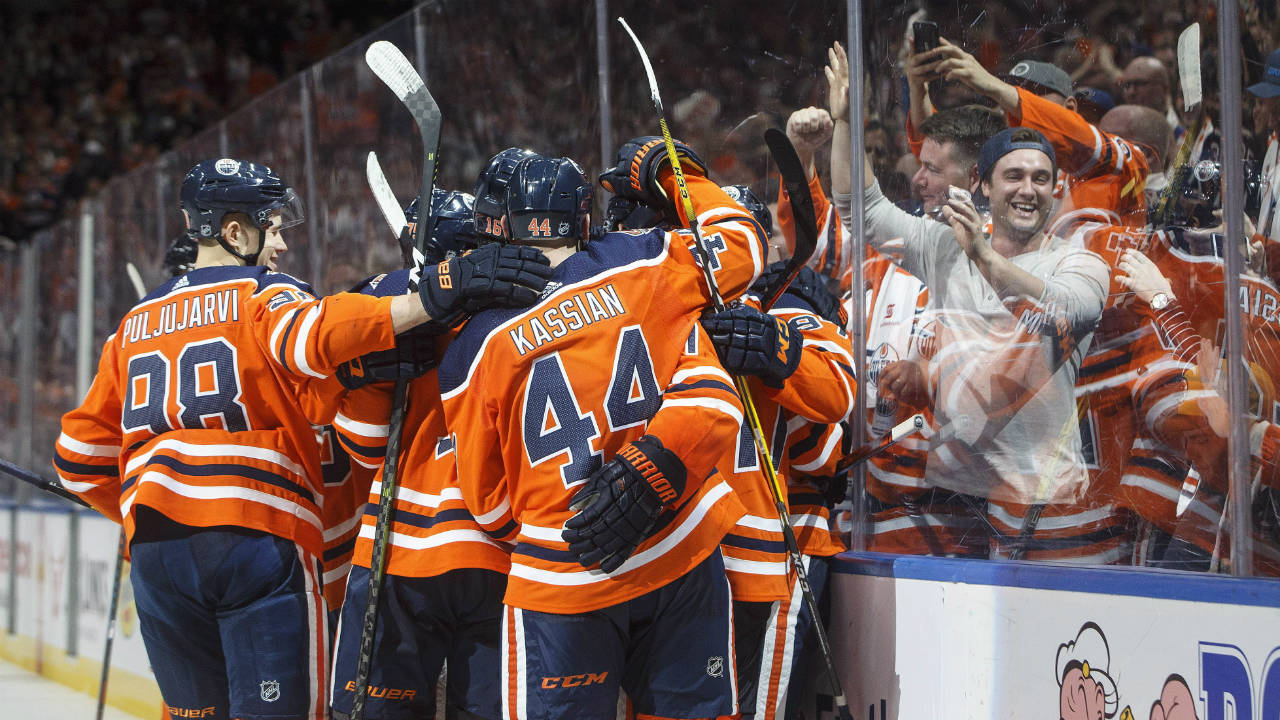Oilers-group-hug