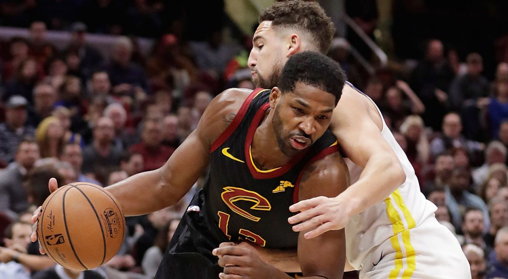 8a17d5505 Curry s 42 leads Warriors past Cavs in faux Finals rematch ...