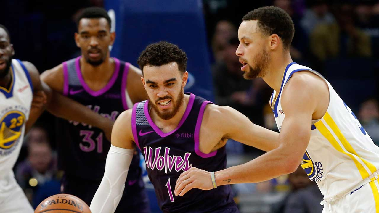 0ceca24465f Curry leads Warriors past Wolves