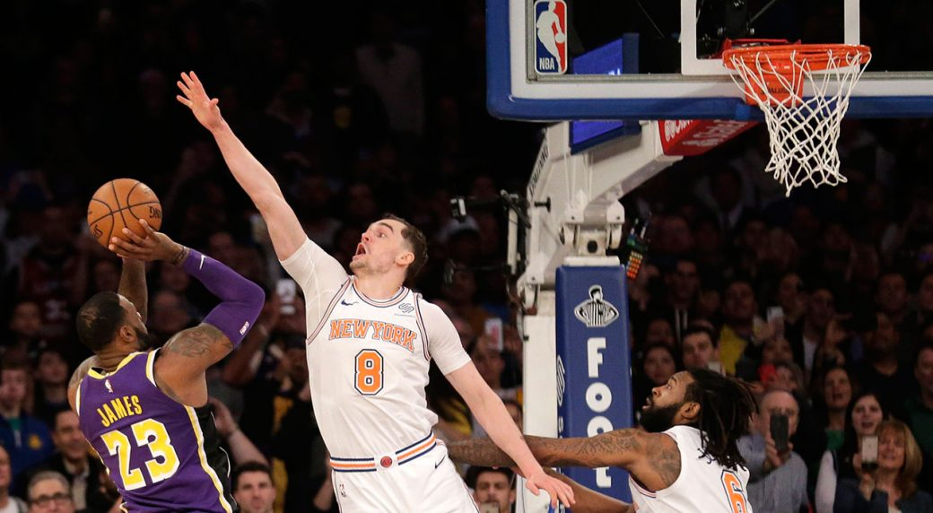 Lakers' playoffs hope get dimmer with loss to Knicks