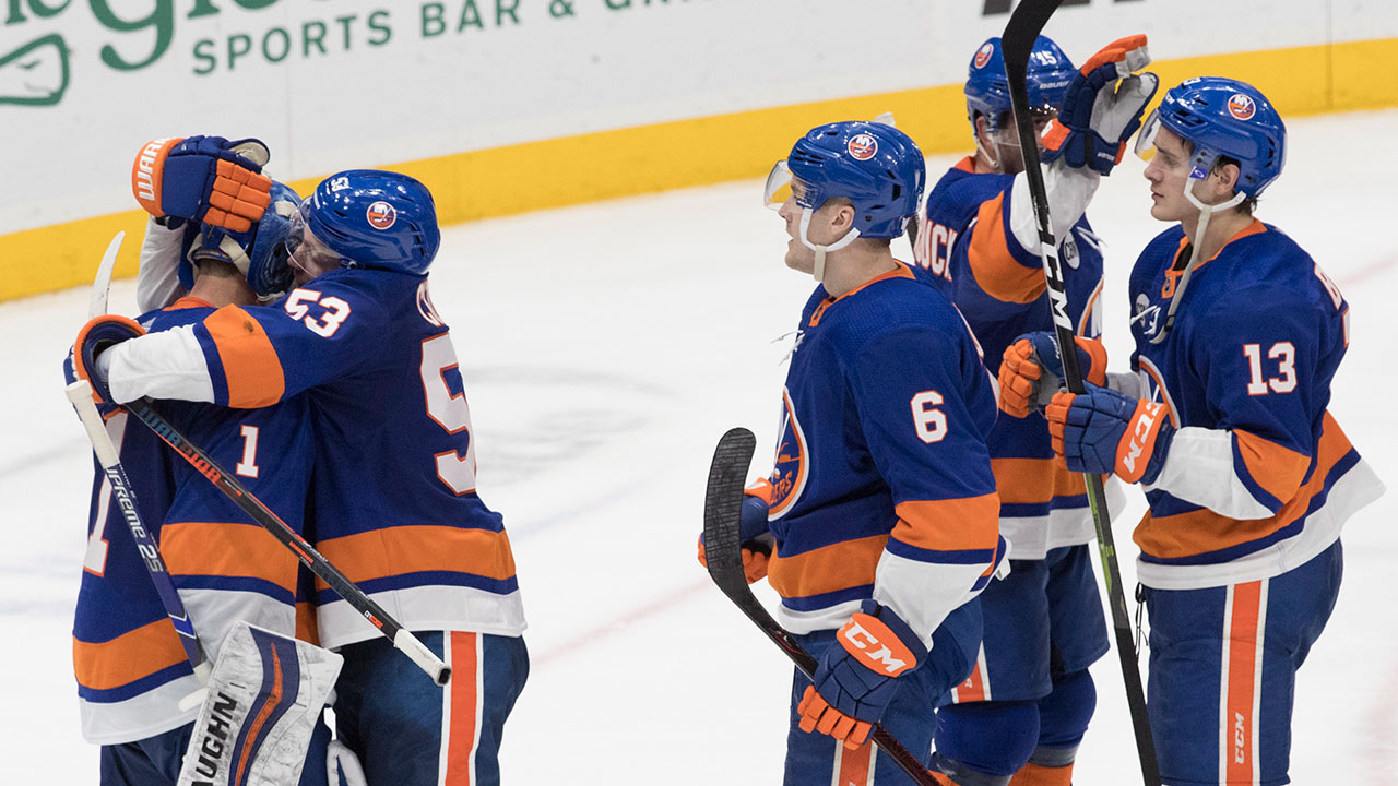 Lee's late goal lifts Islanders to win over Canadiens