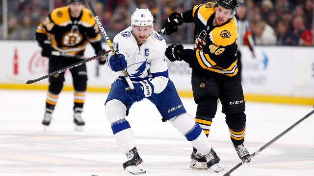 steven-stamkos-skates-with-puck-against-bruins